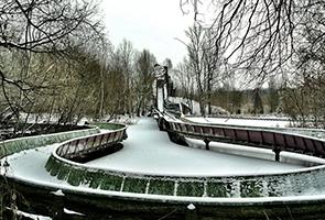 Achterbahn im Schnee im Spreepark Berlin