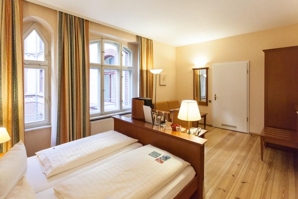 Gem tliche barrierefreie hotelzimmer berlin augustinenhof for Zimmer berlin