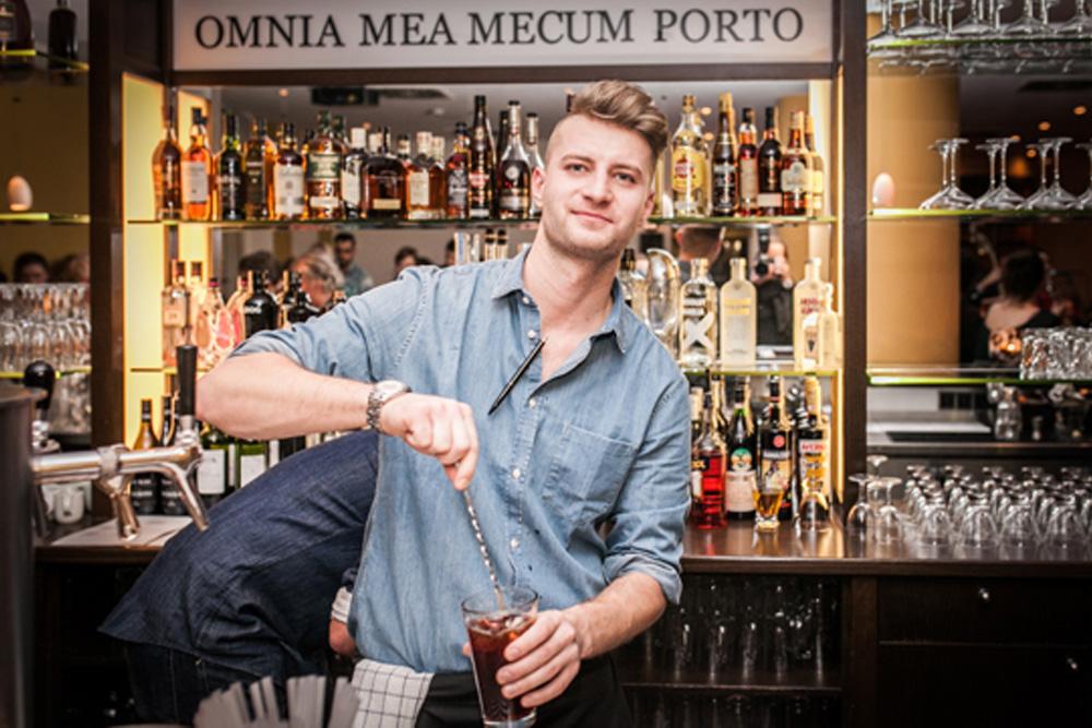 Barman Im BARt Berlin