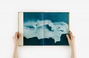 Galerie Neu - Anne Collier, Open Book (Wave), 2015