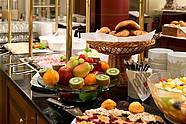 Reichhaltiges Frühstücksbuffet im Hotel Augustinenhof in Berlin-Mitte